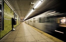dundas_subway_station_wide_train_01